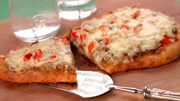 Naan Pizza Tonno