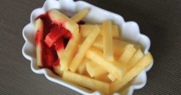 Ananas Fritten mit Himbeer Ketchup
