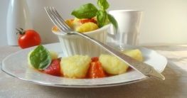 Gratinierte Gnocchi auf Salbei-Tomaten