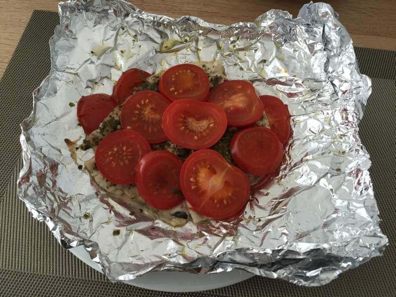 Tomatenfisch in Alufolie