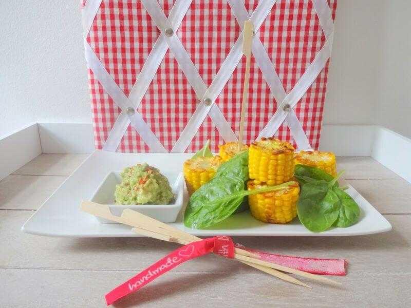 Gebratener Maiskolben mit Avocado-Orangen-Dip