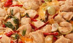Thai Curry mit Huhn, Paprika und feiner Erdnussnote Rezept