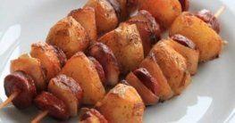Spanische Kartoffelspieße mit Chorizo